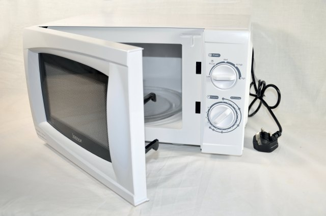 white-low-power-genix-microwave-1600px